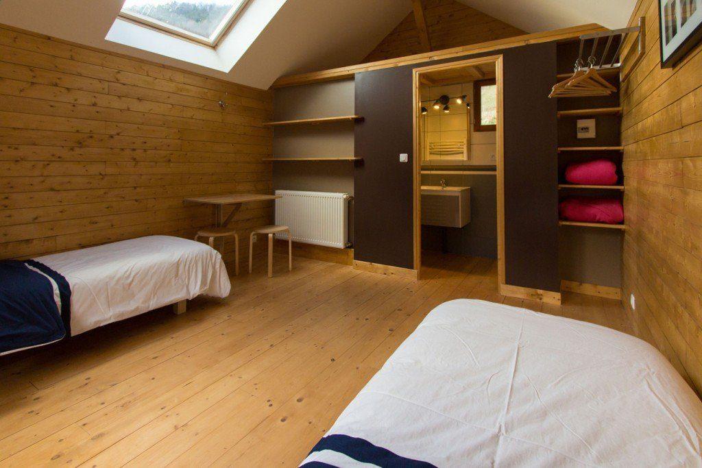 Chambre 2 lits séparés + salle de bain
